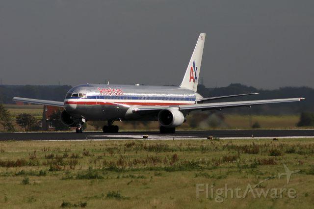 BOEING 767-300 (N386AA) - 18/09/2004
