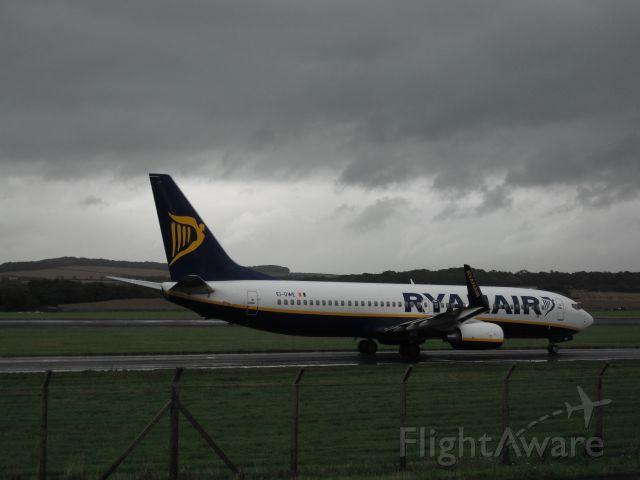 Boeing 737-800 (EI-DWE) - Taxiing to 31