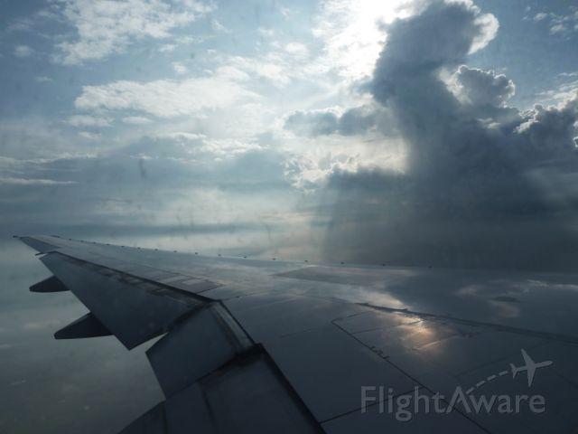 Boeing 777-200 — - Approach