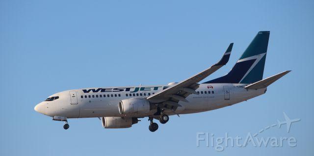 Boeing 737-700 (C-FZWS)