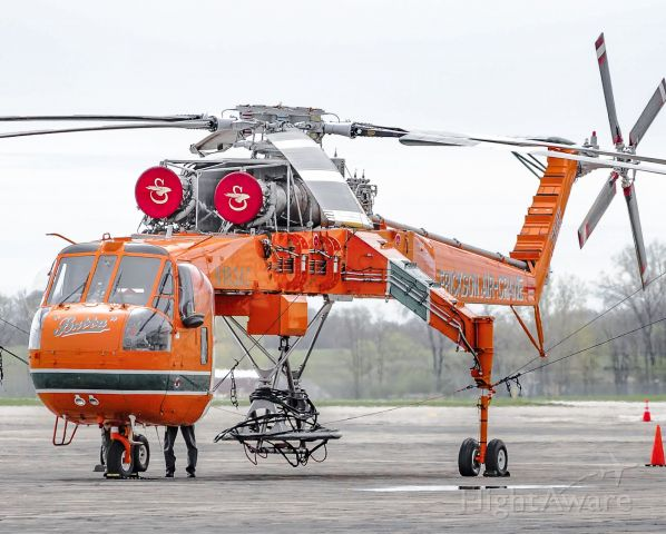 Sikorsky CH-54 Tarhe (N163AC) - Erickson Air-Crane Sitting on the ramp at Willow Run.