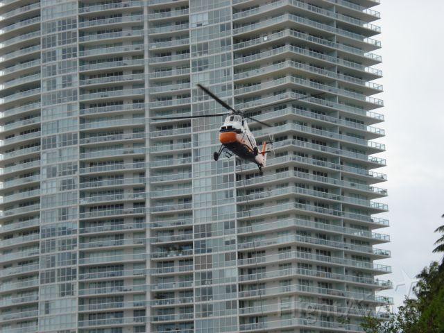 N129NH — - SH-34J Choctaw lifting supplies in Miami Beach Florida