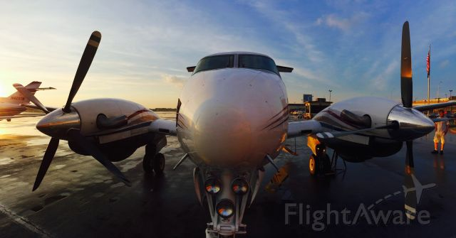Beechcraft King Air 90 (N10DH) - Upon arriving after a small shower into Kansas City.
