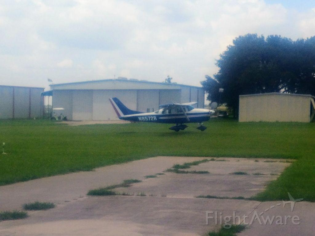 Cessna 205 (N8572R)
