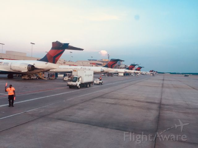 McDonnell Douglas MD-90 (N905DA) - Pushback - probably won't see the MD's lined up like this much longer.