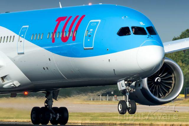 Boeing 787-9 Dreamliner (G-TUIL)