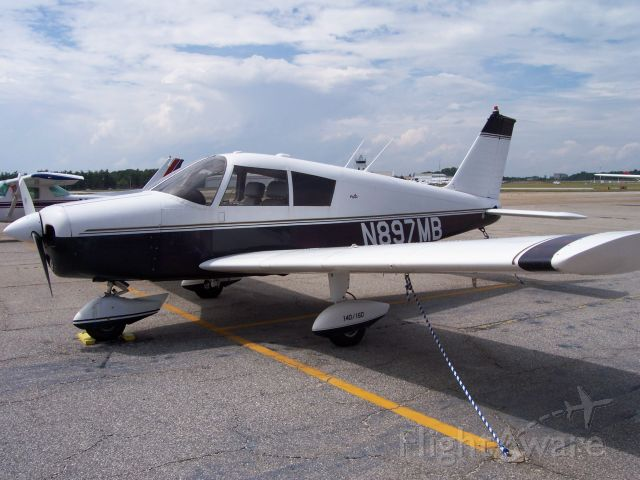 Piper Cherokee (N897MB)