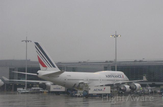 Boeing 747-400 (F-GITE) - In pouring rain at Paris/Charles-de-Gaulle