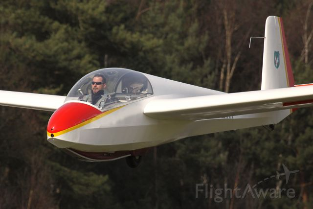 OO-ZKP — - First solo-flight! Just before landing. Full concentration.