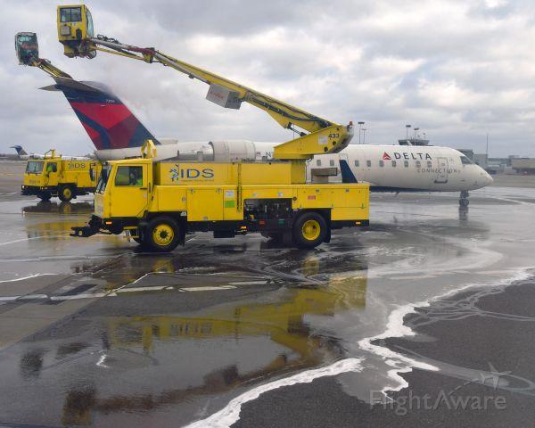 Canadair Regional Jet CRJ-100 (N779CA) - Delta Connection Bombardier CRJ-100ER N779CA in Detroit