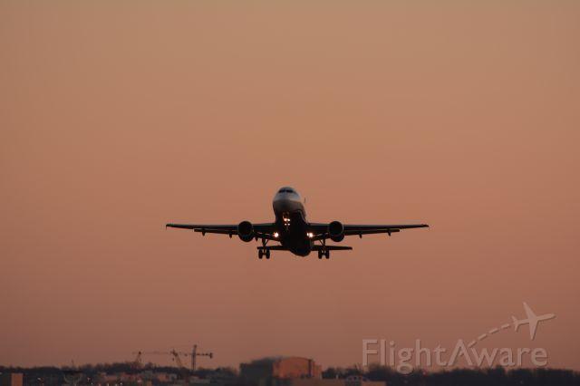 Airbus A319 (N746UW)