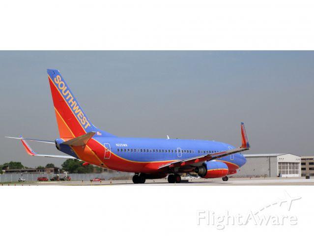 Boeing 737-700 (N225WN) - TAke off RW04.