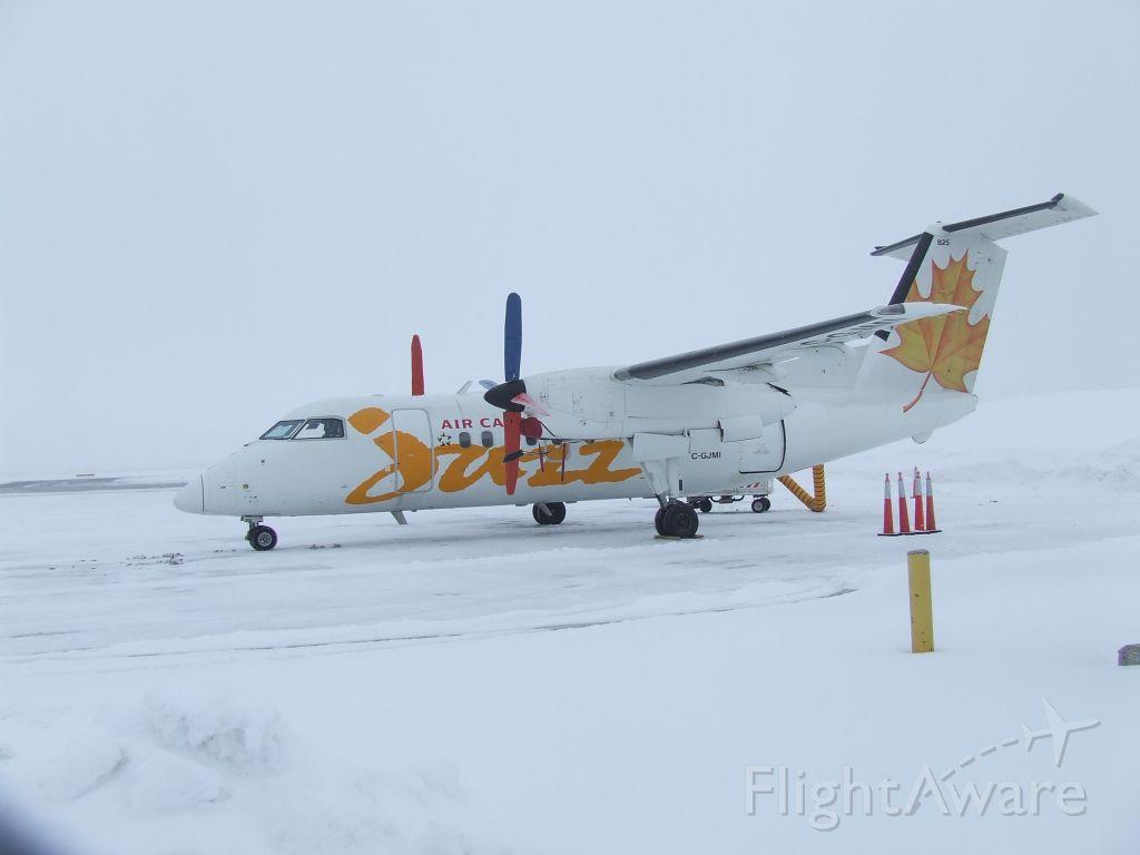 de Havilland Dash 8-400 (C-GJMI) - waiting in the frozen north,Ottawa,Ontario,Canada