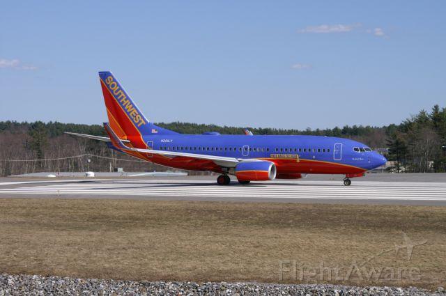 Boeing 737-700 (N201LV)