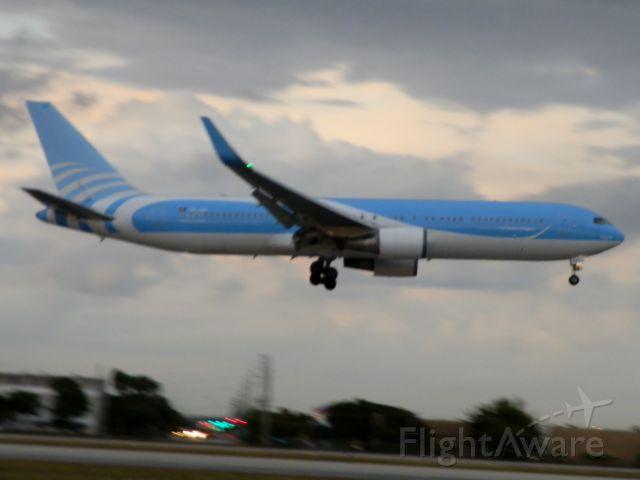 BOEING 767-300 (PH-AHQ)