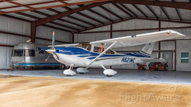 Cessna Skylane (N621MC) - A beautiful aircraft with the perfect background.