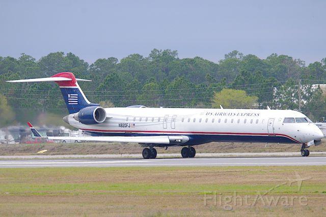 Canadair Regional Jet CRJ-900 (N920FJ) - Departing 7L.