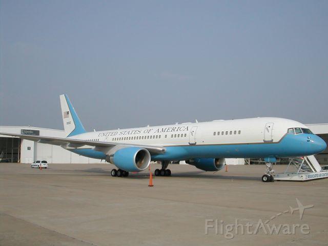 Boeing 757-200 (N80002)