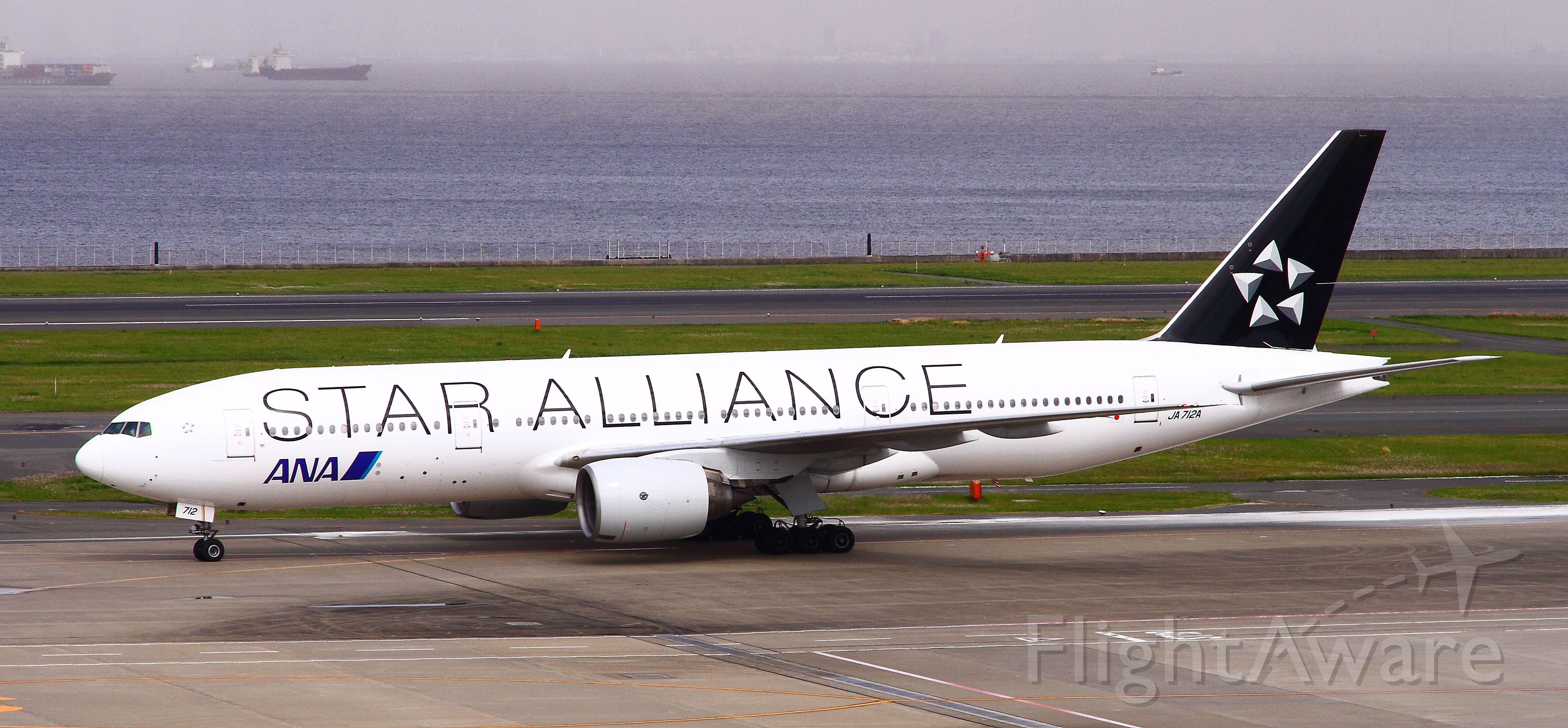 Boeing 777 (JA712A)