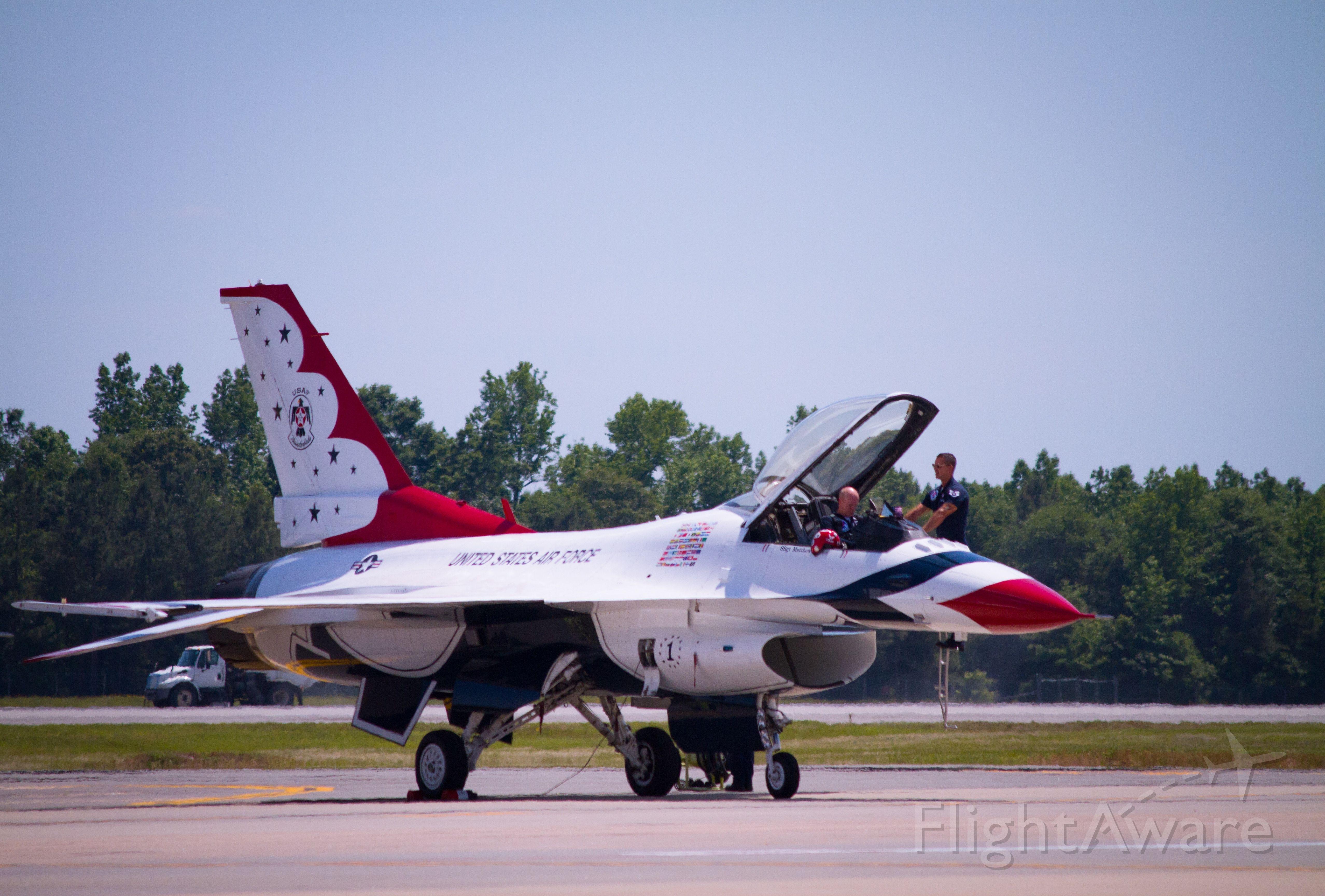 Lockheed F-16 Fighting Falcon — - Thunderbird 1 pre-flight at Seymour Johnson AFB, June 2015