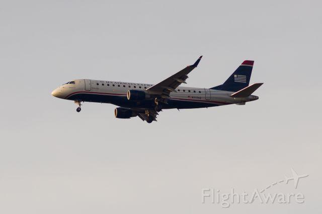 Embraer 170/175 (N111HQ)