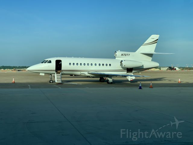 Dassault Falcon 900 (N70TT) - N70TT prior to boarding private corporate trip.