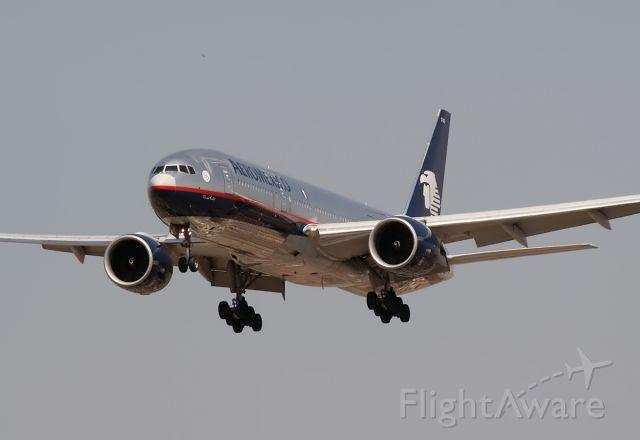 Boeing 777-200 (N745AM)