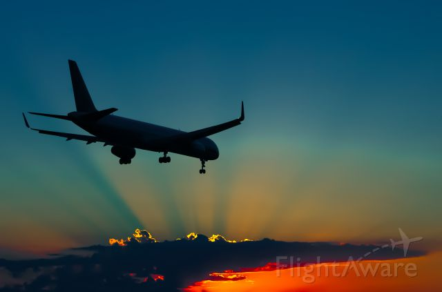 Boeing 757-200 — - A Continental 757 approaches IAHs 27 as a stunning sunset closes out another day.