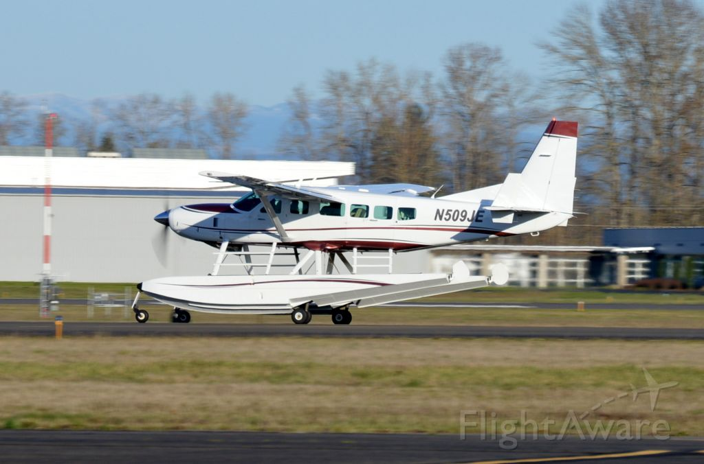 Cessna Caravan (N509JE) - Departing on 34 for Burlington/Mount Vernon (KBVS/BVS).