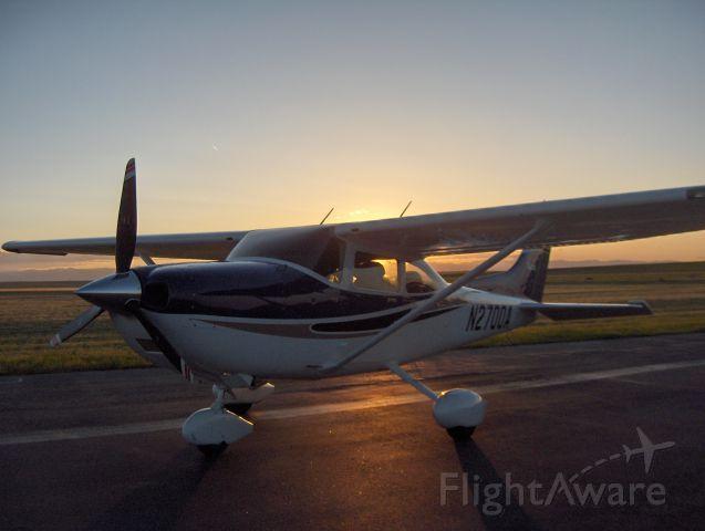 Cessna Skylane (N2700A)