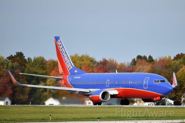 BOEING 737-300 (N354SW)