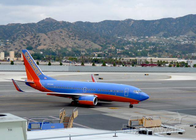 BOEING 737-300 (N232NW)