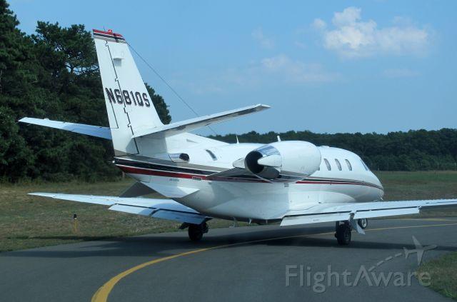 Cessna Citation Excel/XLS (EJA681P) - Holding short of RW28.