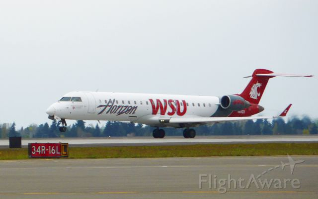 Canadair Regional Jet CRJ-200 (N616QX)