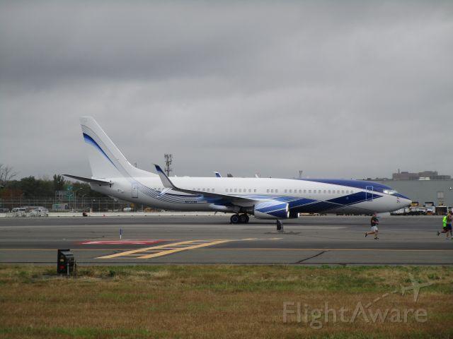 Boeing 737-800 (N737M)