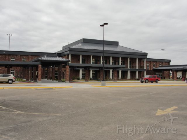 — — - Brand new Terminal at Lake Charles Regional Airport. Very nice but no runway viewing area for friends and family of PAX.