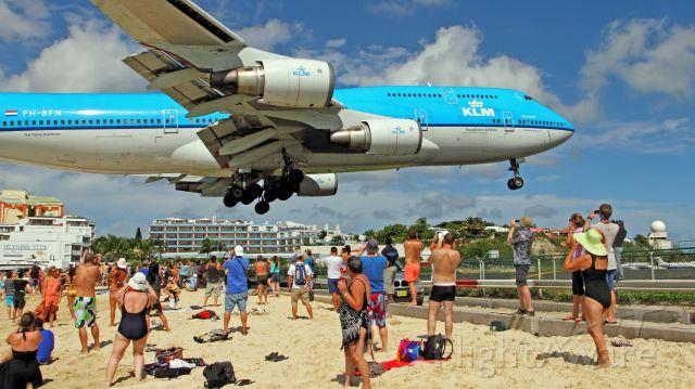 Boeing 747-400 (PH-BFN) - 01/12/2013. Incredible Maho Beach.