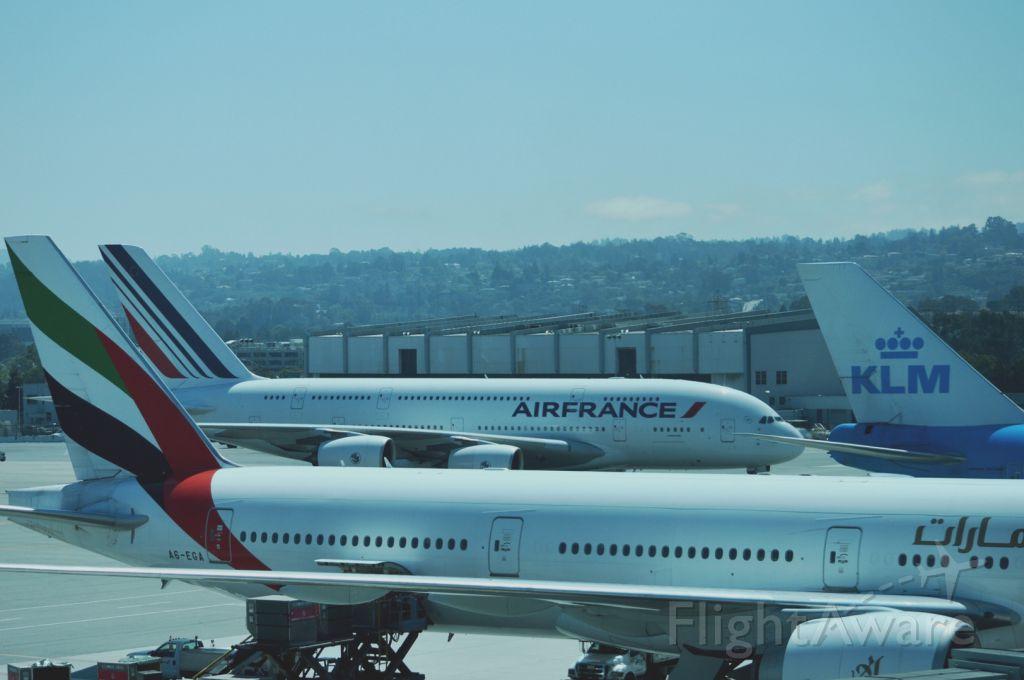 — — - B777, B747, A380