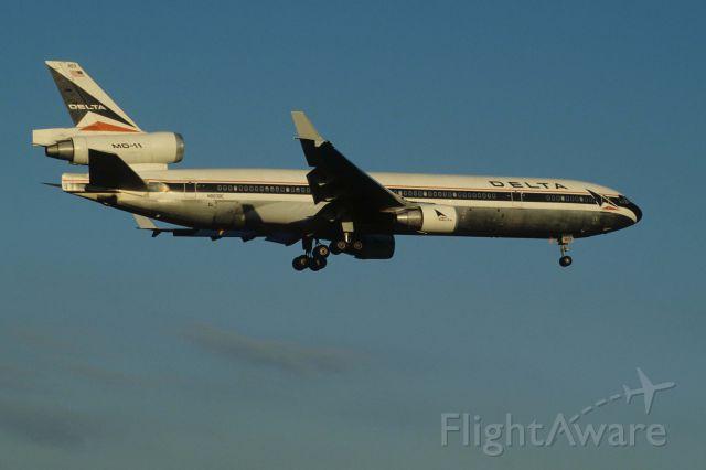 Boeing MD-11 (N803DE) - Final Approach to Narita Intl Airport Rwy34L on 1996/10/27