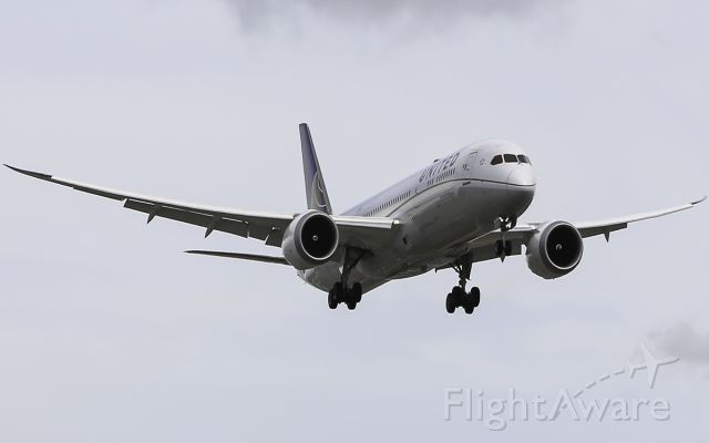 Boeing 787-9 Dreamliner (N27964) - Here is a United 787-9 on approach for Runway 24R at KLAX from Shanghai.