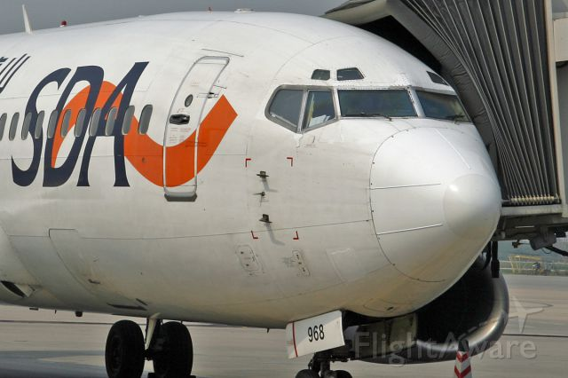 BOEING 737-300 (B-2968) - Waiting for passengers
