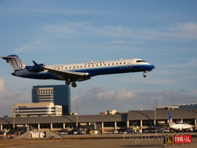 Canadair Regional Jet CRJ-700 (N768SK) - Landing on RWY 19R