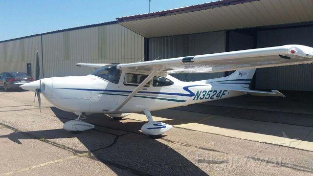 Cessna Skylane (N3524F)