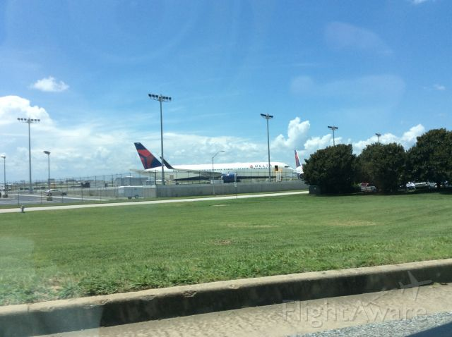 BOEING 767-300 —