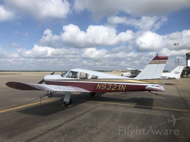 Piper Cherokee Arrow (N9321N)