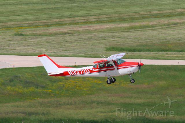 Cessna Skylane (N3372U)