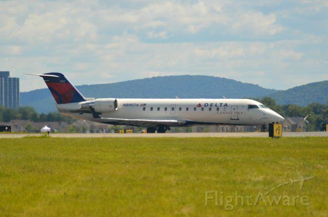 Canadair Regional Jet CRJ-200 (N8790A)