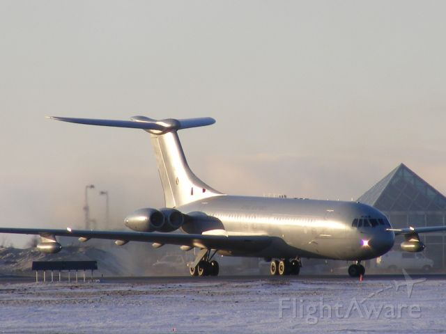 VICKERS VC-10 (XV106) - RAF VC10 giving some thrust to move onto taxi way.