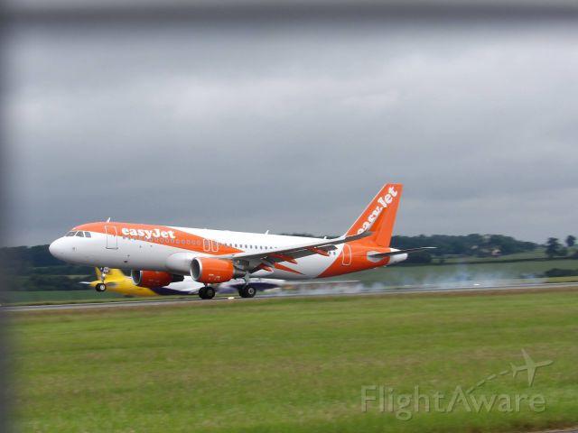 Airbus A320 (G-EZPH)