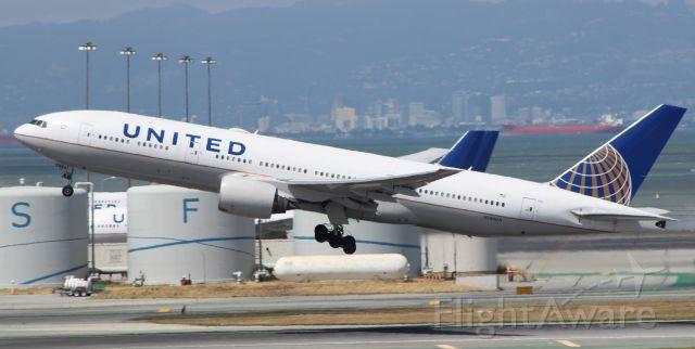 Boeing 777 (N784UA) - 5-25-16